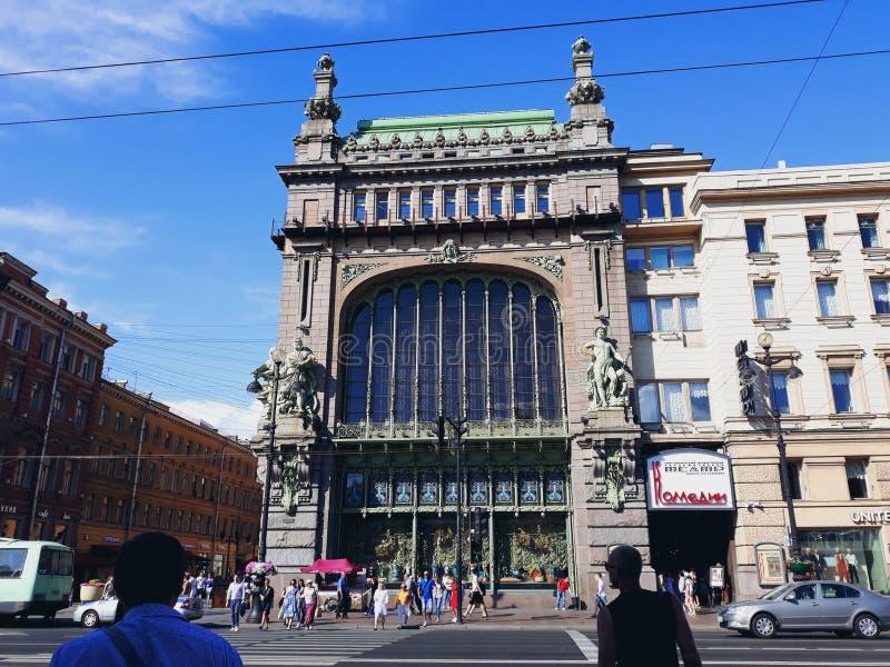 Eliseyev Emporium, en stor detaljhandel och underhållningkomplex royaltyfri bild