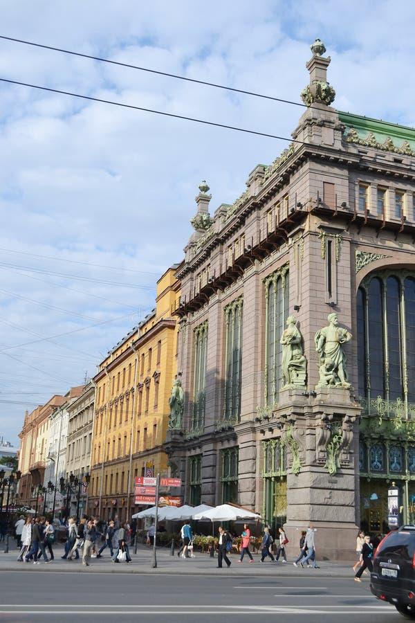 Eliseyev Emporium i Nevsky Prospekt arkivfoto