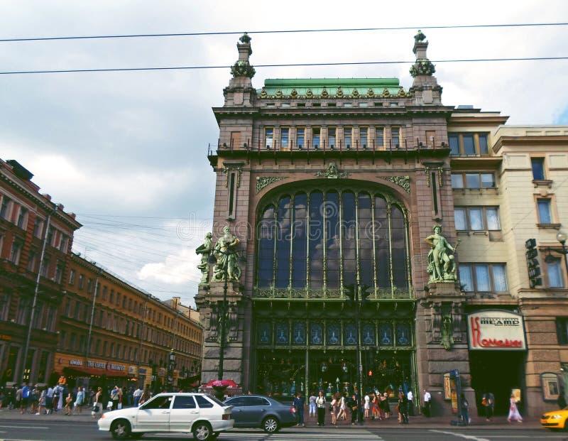 Eliseyev Emporium på den Nevsky utsikten royaltyfri fotografi