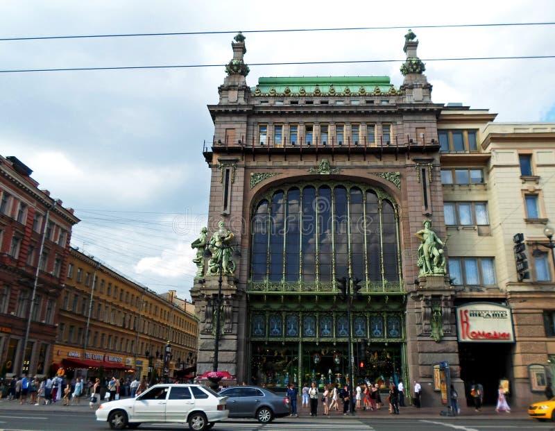Eliseyev Emporium på den Nevsky utsikten royaltyfria bilder