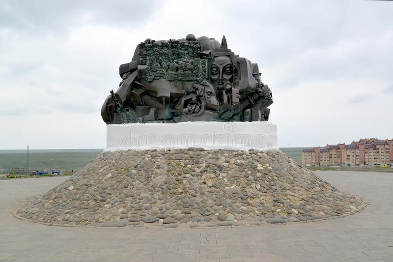 ELISTA, ΡΩΣΊΑ Έκβαση μνημείων και επιστροφής την άνοιξη απόγευμα στοκ εικόνες