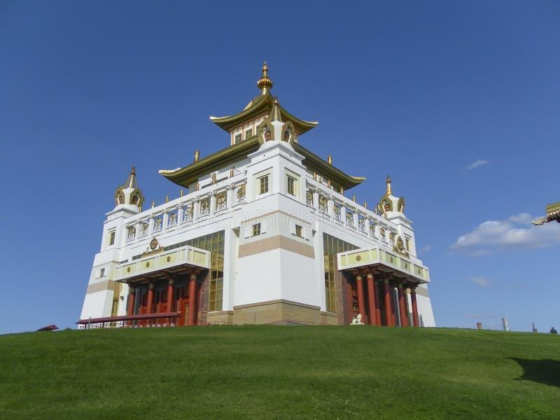 Elista complexo budista Calmúquia em um monte contra o céu imagens de stock royalty free