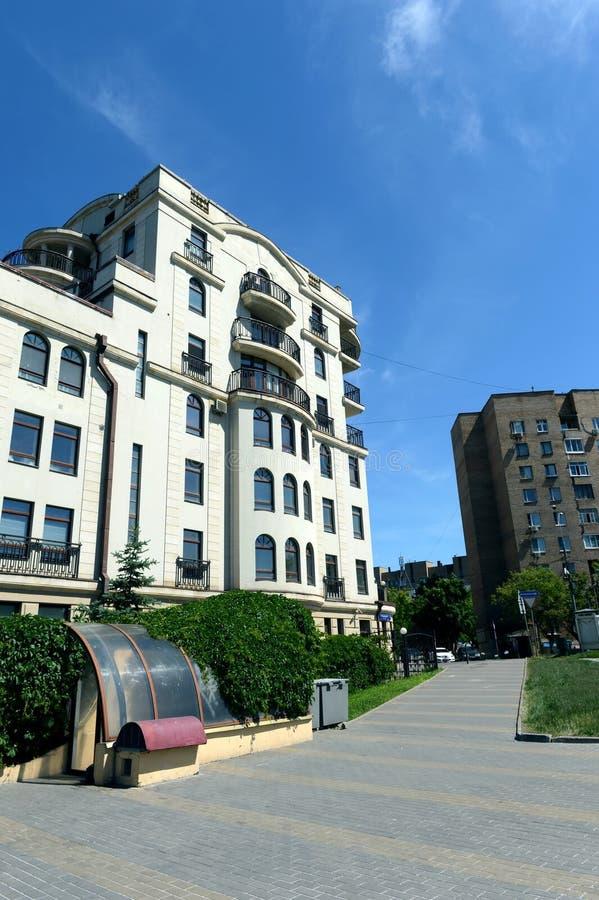 Elita budynek mieszkaniowy w 7th Rostov pasie ruchu Moskwa fotografia royalty free