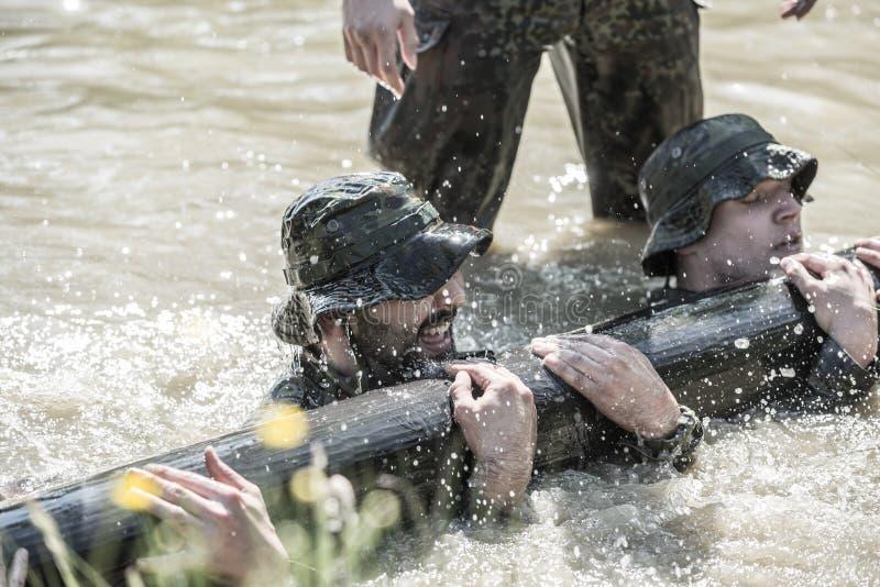Elita wyzwanie - szkolenie wojskowe, rywalizacja cywile obrazy stock