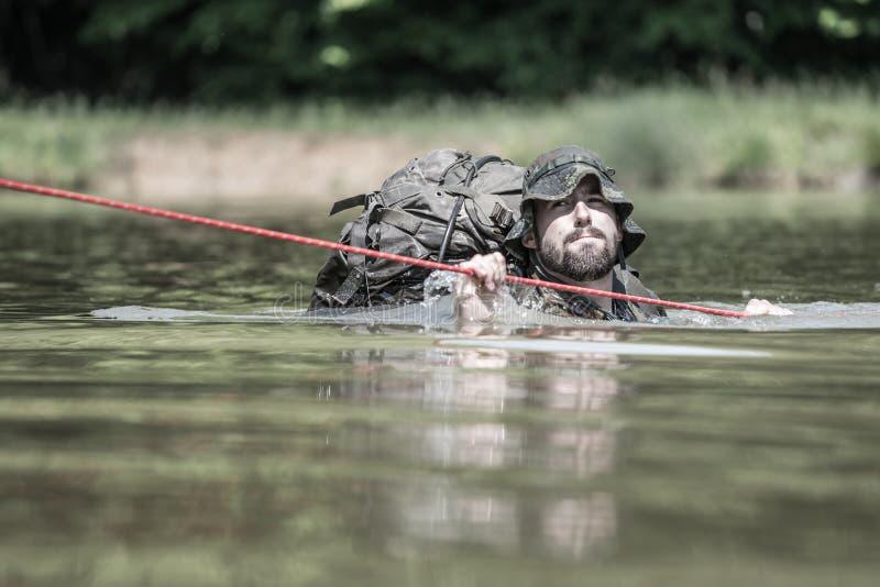 Elita wyzwanie - szkolenie wojskowe, rywalizacja cywile obrazy royalty free