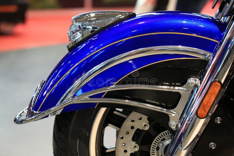 Elite 2018 di Roadmaster dell'indiano del motociclo blu e nera Primo piano anteriore del cuscino ammortizzatore immagine stock libera da diritti