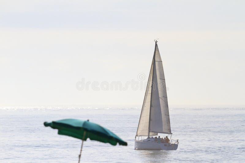 Elitsommarsemester på en yacht i havet royaltyfria foton