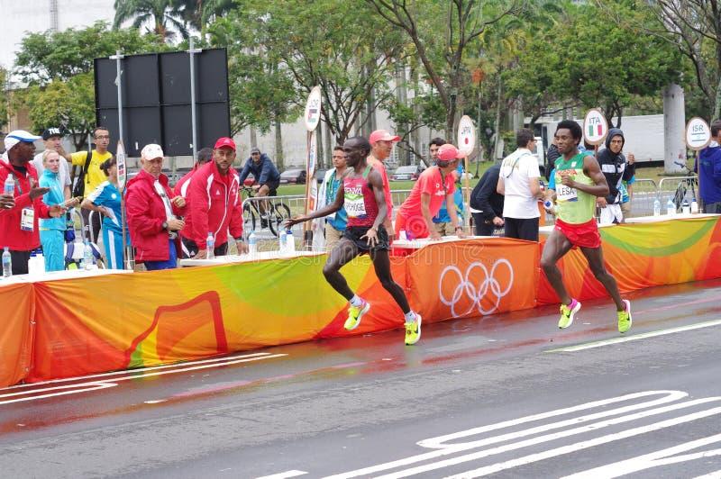 Eliud Kipchoge i Feyisa Lilesa przy maraton pomocy stacjami zdjęcia stock