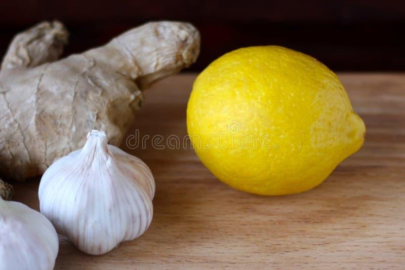 Elixir da saúde do limão, do alho e do gengibre Remédio de Weightloss Meios para limpar embarcações e a normalização da pressão fotografia de stock