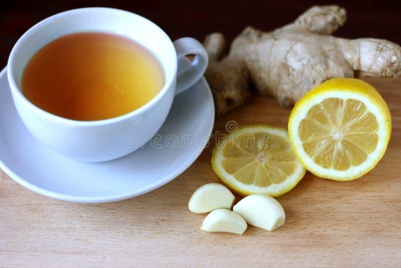 Elixir van gezondheid van citroen, knoflook en gember Weightlossremedie Middelen om schepen en de normalisatie van druk schoon te royalty-vrije stock afbeeldingen