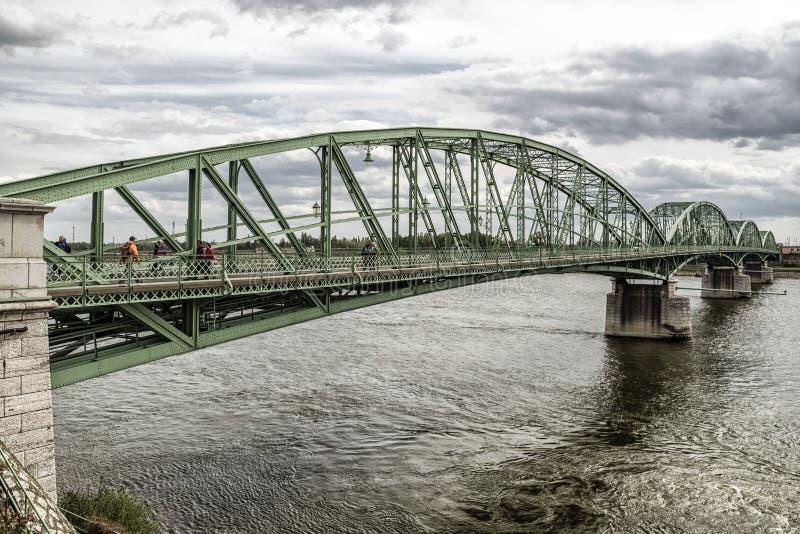Elizabeth-Brücke zwischen Ungarn und Slowakei stockfotos