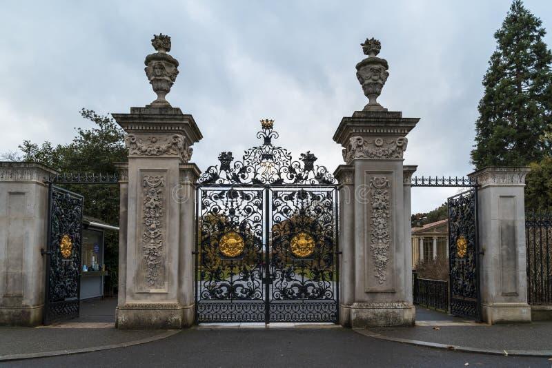 Elizabeth Gate des jardins de Kew en hiver/automne, photo libre de droits