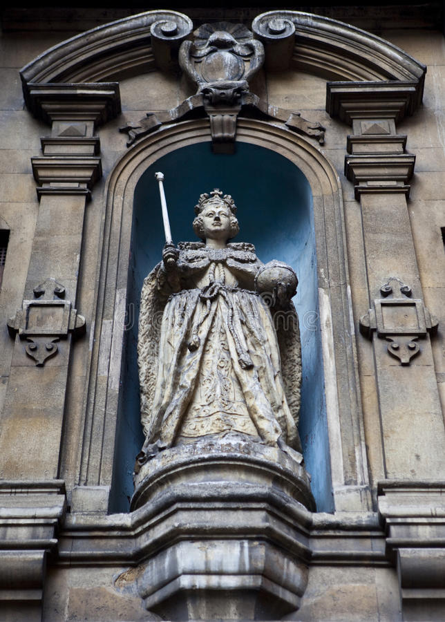 Download Elizabeth I Statue At St Dunstan-in-the-West Editorial Stock Image - Image: 23766289