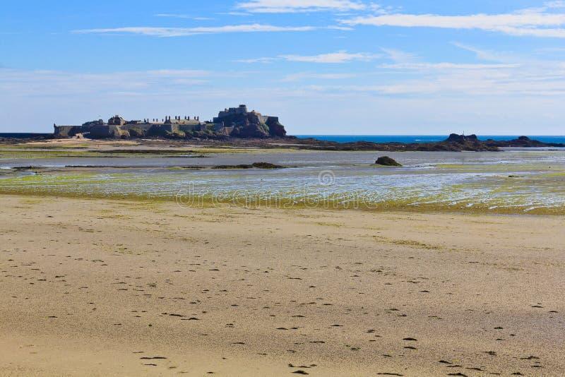 Elizabeth-Schloss, Heiliges Helier Hafen, Jersey lizenzfreie stockfotografie