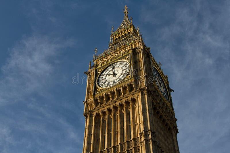 Elizabeth torn som inhyser den stora Ben Clock arkivbilder