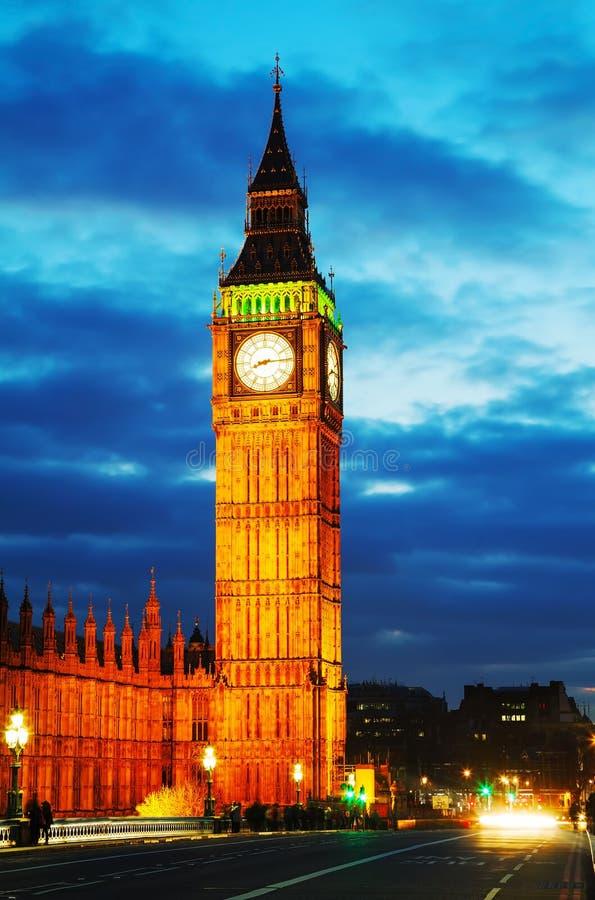 Elizabeth Tower come visto dal ponte di Westminster immagine stock libera da diritti