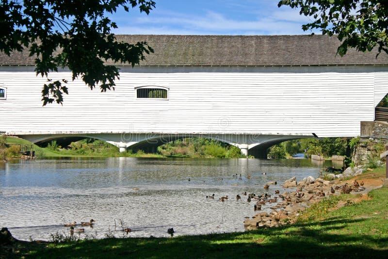 Elizabethton täckte bron royaltyfri bild