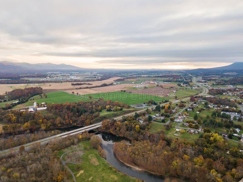 Elkton, Shenandoah的v弗吉尼亚小镇的天线  库存照片