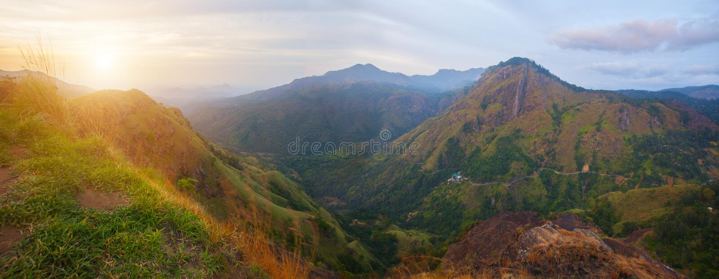 Ella Rock in Sri Lanka in der Sonnenuntergangzeit lizenzfreies stockbild