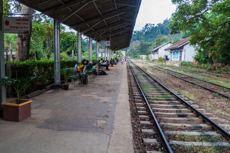 ELLA, SRI LANKA - 15 DE JULHO DE 2016: Estação de trem no villag de Ella fotos de stock royalty free