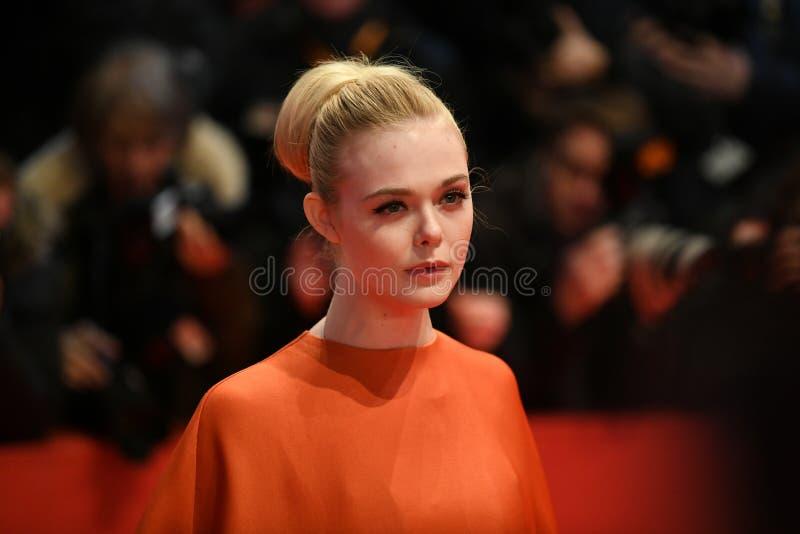 Elle die op het rode tapijt in Berlinale 2018 waaien stock fotografie
