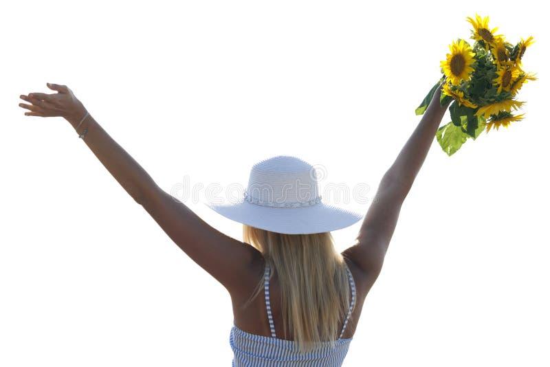 Elle a soulevé ses mains et tenant un bouquet des tournesols photo stock