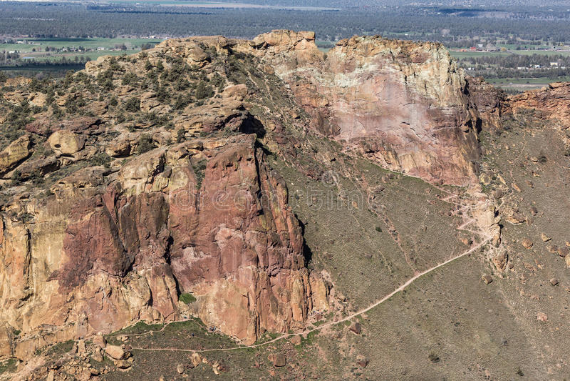 Ellenderand - Smith Rock State Park - Terrebonne, Oregon stock foto's