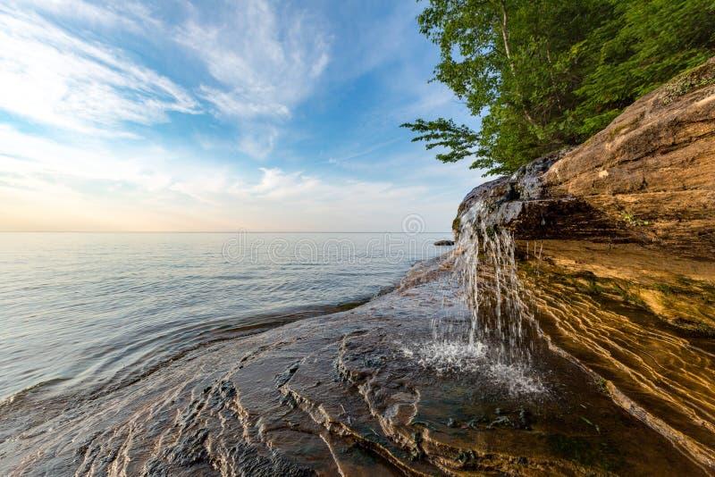 Elliot Falls na praia dos mineiros - península superior de Michigan foto de stock