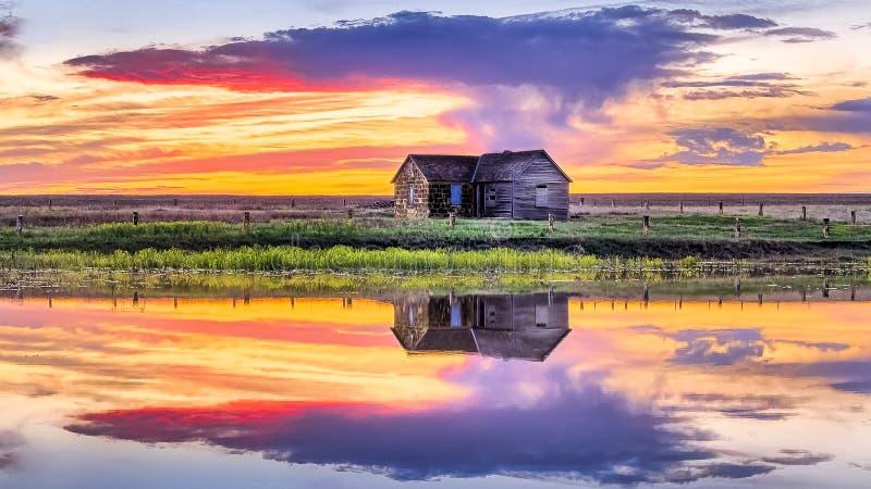 Ellis County, KS USA - Midwest Prairie Sky in water Reflections arkivfoton