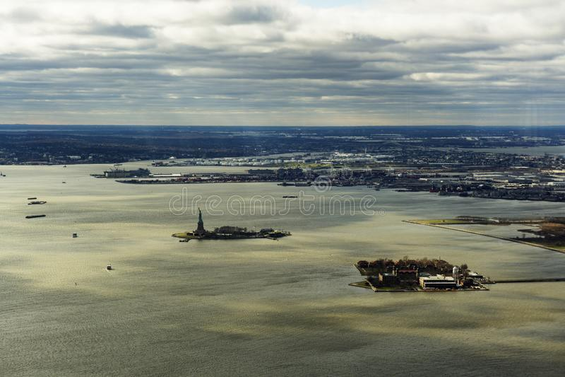 Ellis och Liberty Island som är nya - ärmlös tröja, November 2018 royaltyfria foton