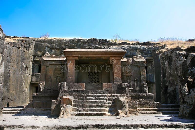 Ellora岩石被雕刻的佛教寺庙 免版税库存照片