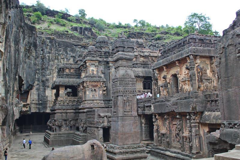Ellora Caves stenen sned den hinduiska Kailasa templet, grottan inga 16, Indien royaltyfri foto