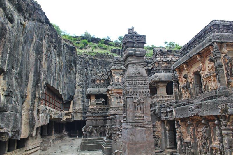 Ellora Caves stenen sned den hinduiska Kailasa templet, grottan inga 16, Indien royaltyfri fotografi