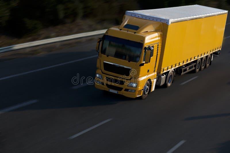 ellow truck ρυμουλκών στοκ φωτογραφίες με δικαίωμα ελεύθερης χρήσης