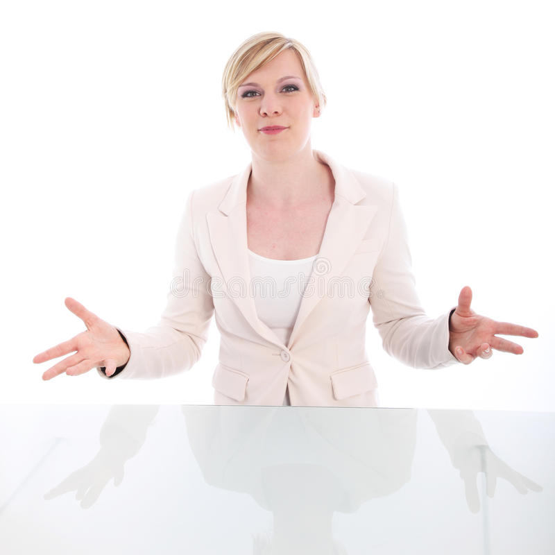 Elokwentna kobieta występować z prośbą jej skrzynkę zdjęcia stock