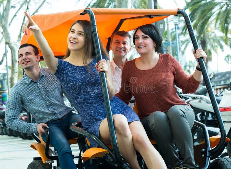 Download Eltern Und Erwachsenes Kinderreisen Stockbild - Bild von paare, familie: 90234993