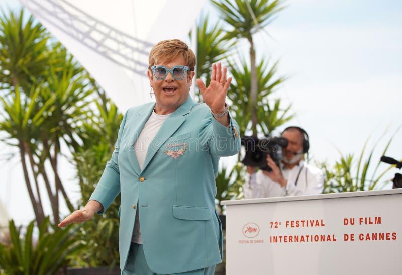 Elton John deltar i photocallen f?r arkivfoton