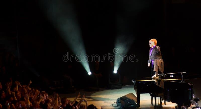 Elton John flamboyant à Singapour le novembre 2011 photographie stock