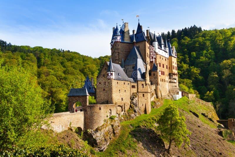 Eltz城堡门和设防侧视图 库存照片