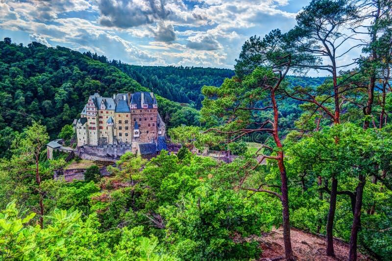 Eltz slott i Rheinland-Pfalz, Tyskland arkivfoto