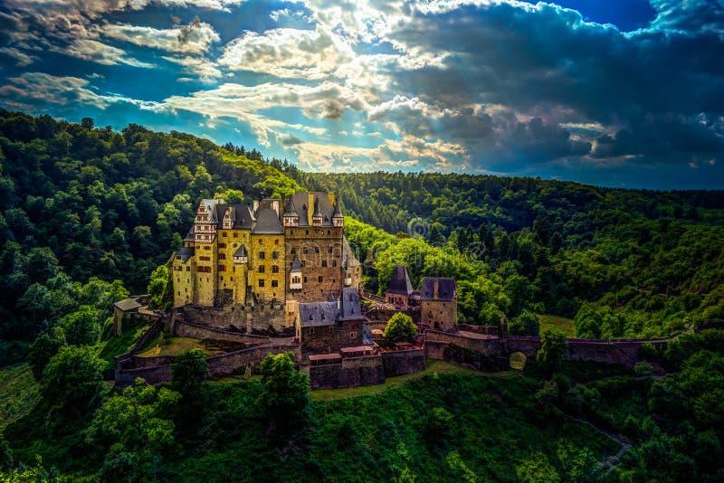 Eltz slott i Rheinland-Pfalz, Tyskland royaltyfri foto