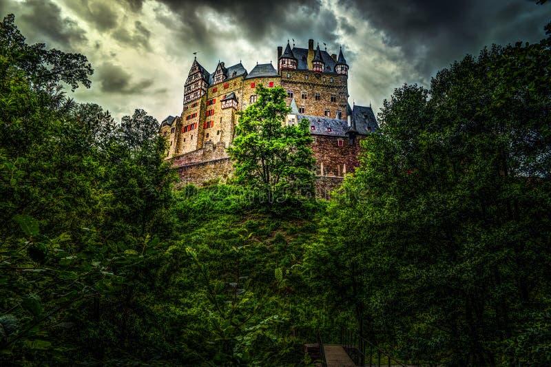 Eltz slott i Rheinland-Pfalz, Tyskland royaltyfria foton