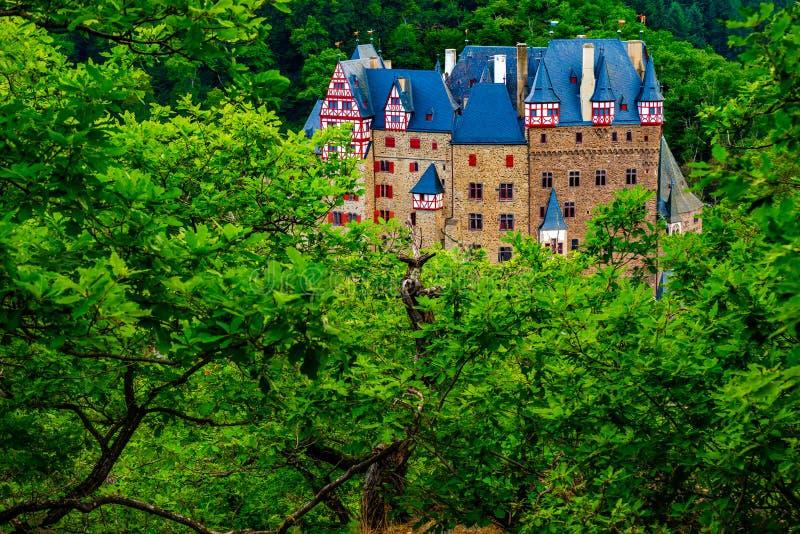 Eltz slott i Rheinland-Pfalz, Tyskland fotografering för bildbyråer