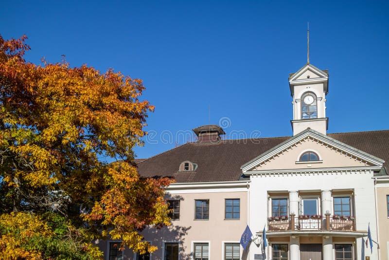 Elva, Estland, 15 oktober 2018, stadhuis van Elva, stad linnavalitsuse royalty-vrije stock foto