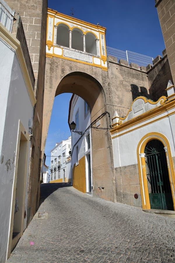 ELVAS, PORTUGAL: Largo de Santa Clara Square imagen de archivo libre de regalías