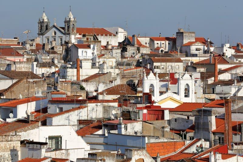 ELVAS, PORTUGAL: Vista de la ciudad vieja de las paredes de la ciudad foto de archivo libre de regalías
