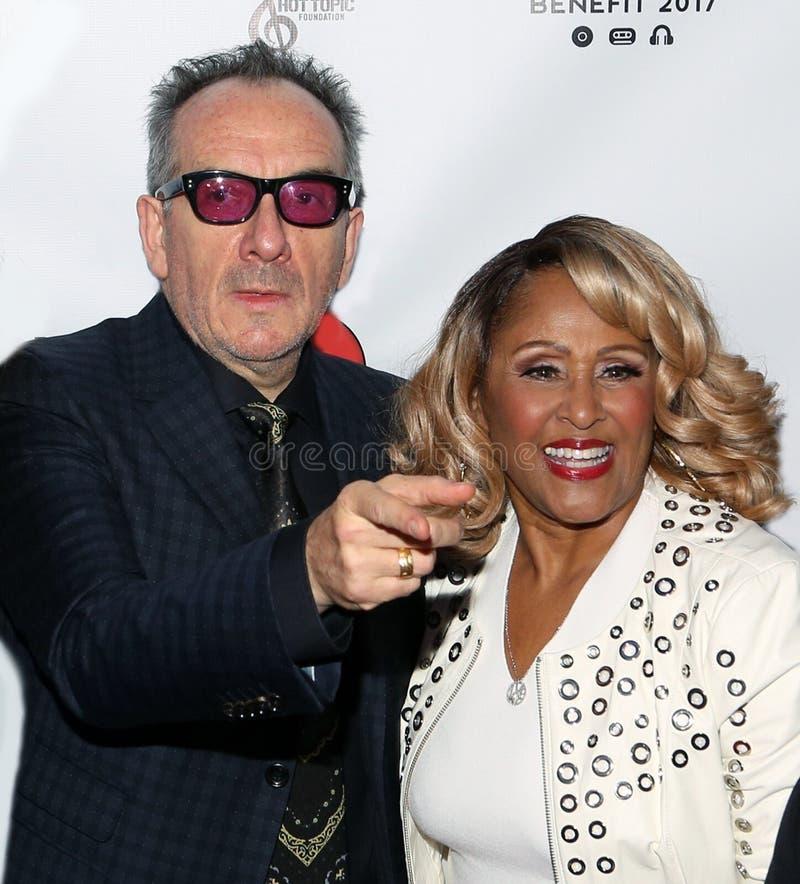 Elvis Costello och Darlene Love royaltyfri fotografi