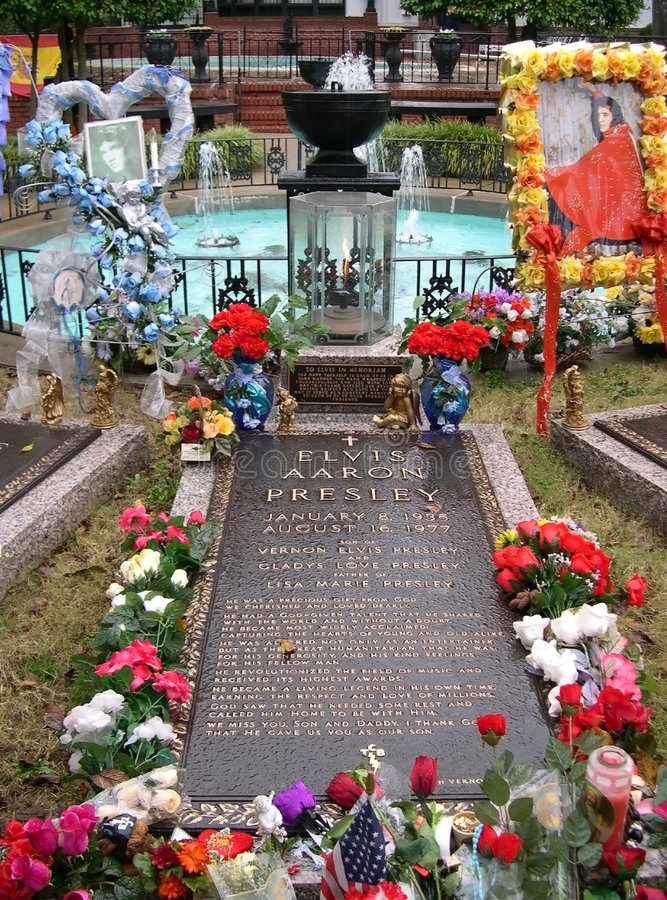 Free Elvis Presley S Grave, Graceland, Memphis TN Royalty Free Stock Photos - 7860778