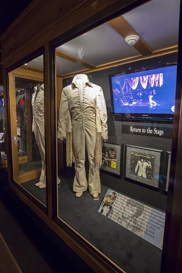 Elvis Presley White Stage Uniform From seu retorno 1969 ao desempenho da fase foto de stock