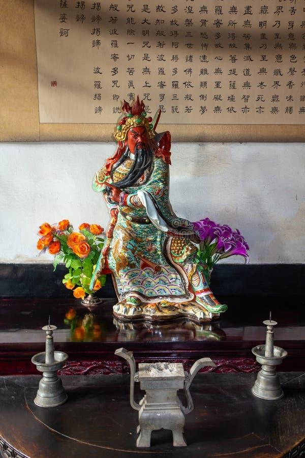 Em agosto de 2013 - Pingyao, província de Shanxi, China - estátua chinesa tradicional da porcelana na cidade antiga de Pingyao foto de stock royalty free
